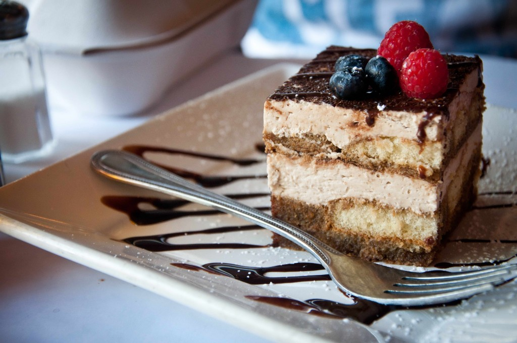 Tiramisu_with_blueberries_and_raspberries_July_2011-1024x680